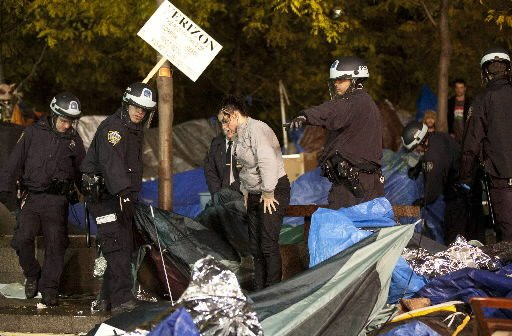 NYPD clears park of Occupy Wall St. protesters