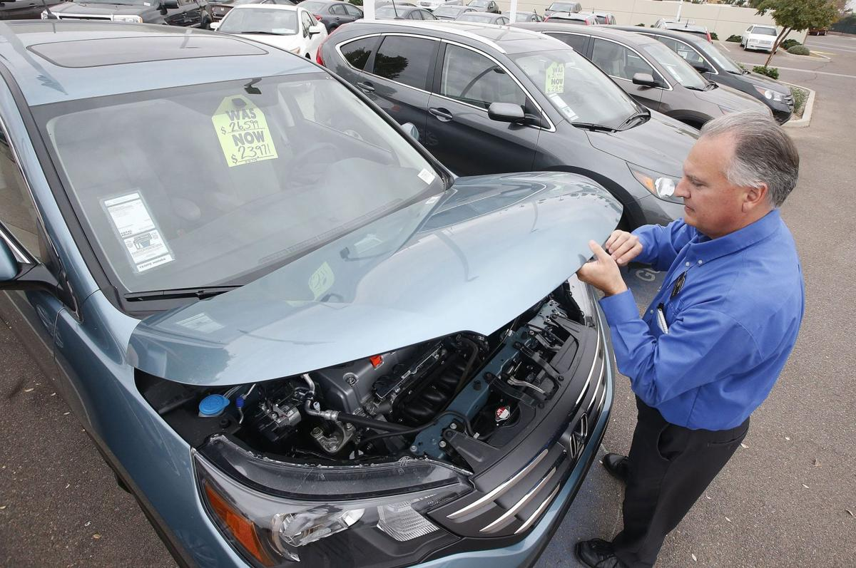 SUVs, muscle cars help auto industry maintain momentum