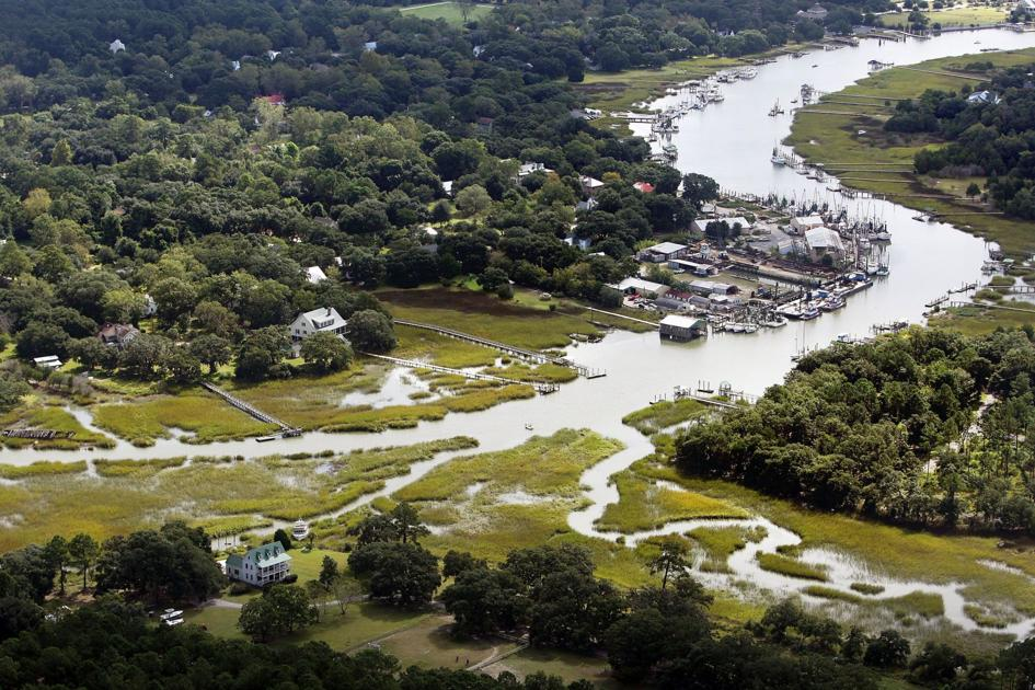 One of last SC commercial fishing hubs could close. Land trust seeks funds to save it.