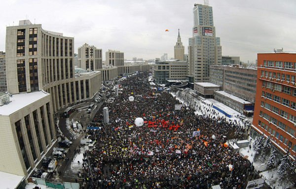 Thousands protest Putin