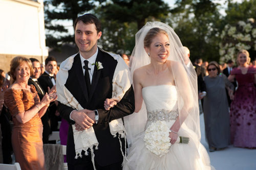 Chelsea, other new brides face decision on married name