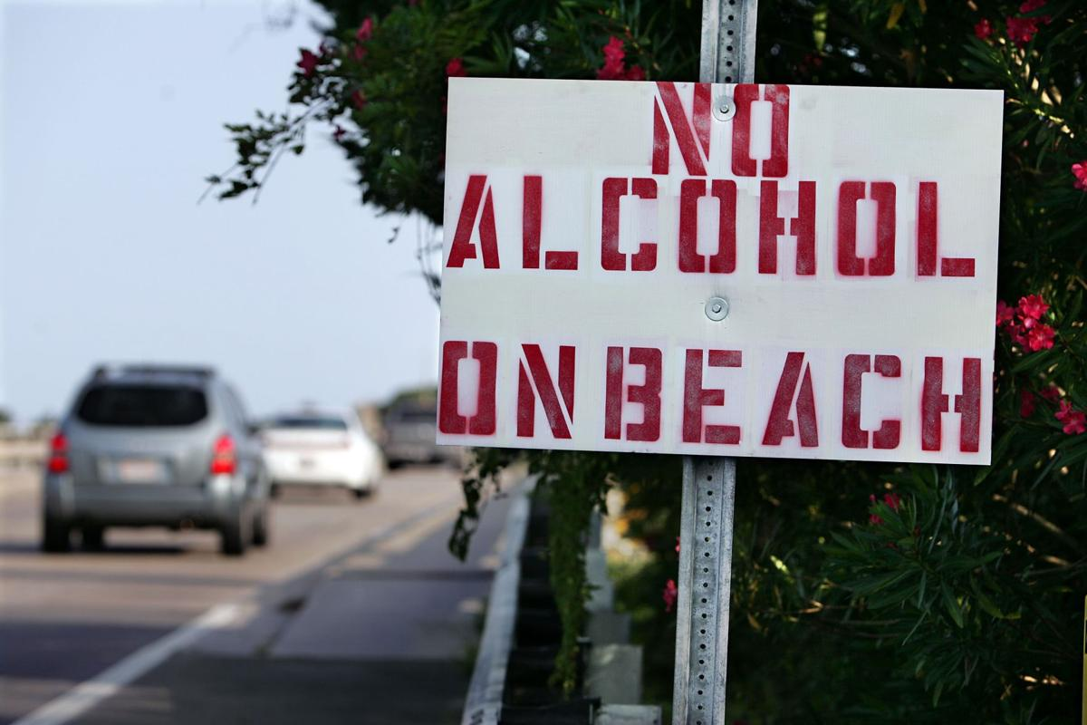 Folly Beach booze ban up for vote tonight