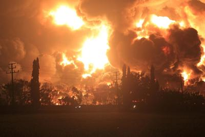 5 injured, hundreds evacuated after blaze at Indonesia refinery