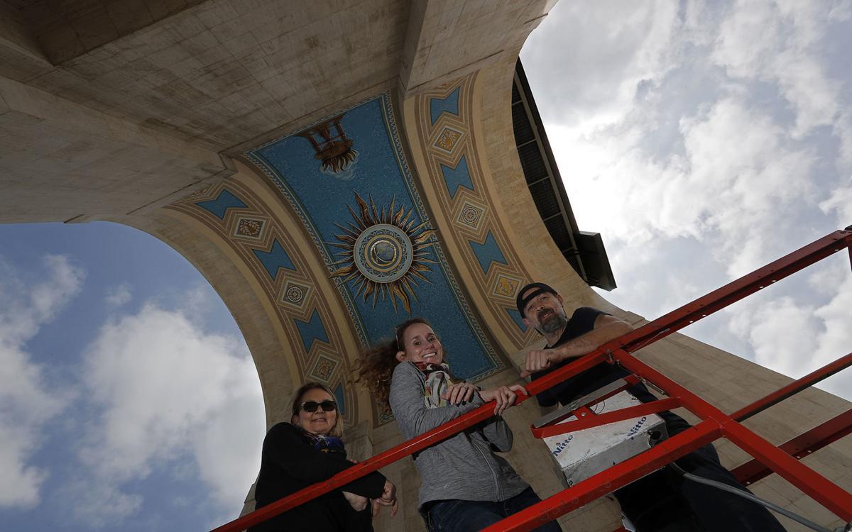 Teen solves LA mural mystery