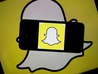 Snap, rivals power AR advertising boom to woo homebound shoppers