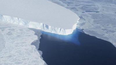 Melting Antarctica glacier tearing itself apart, raising alarm
