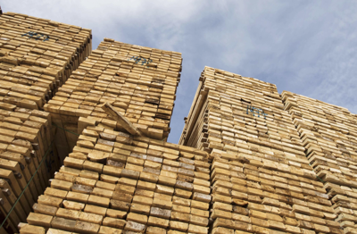 Home-renovation boom sends lumber prices to record high