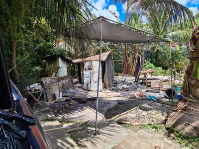 Murder suspect's shack burns down 1 - main photo