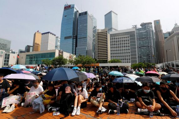 Protest fears stalk HK businesses; China threat looms 1