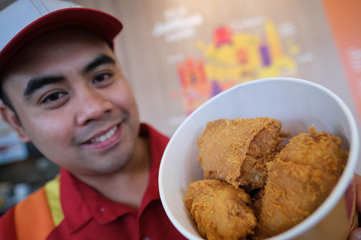 The joy of eating at Jollibee