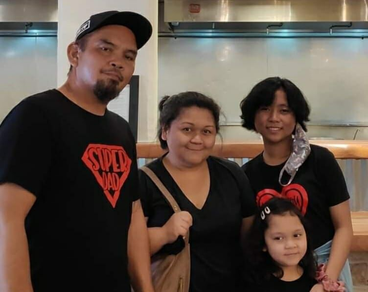 It's unexpected, it's overwhelming': Stranger pays for meal, family plans to pay it forward