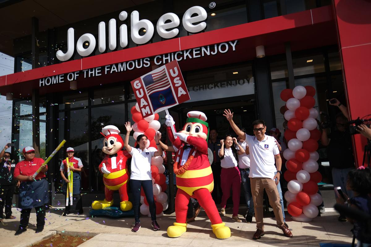 Guam fans camp out for Filipino fast food