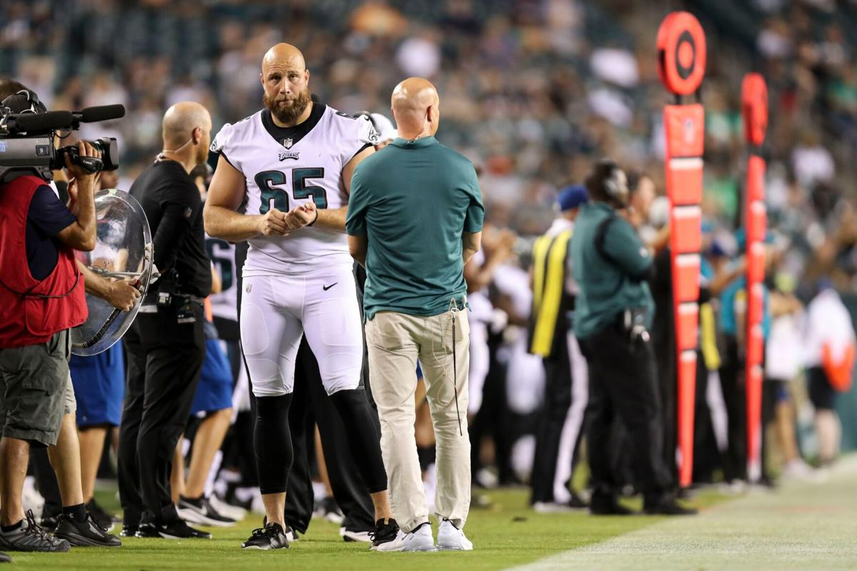 Johnson returns to Eagles, says depression and anxiety caused him to miss games