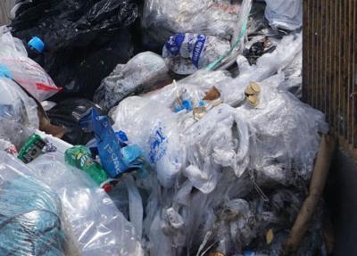 Plastic bag ban confusion lingers