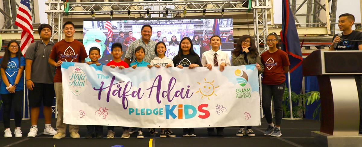 1,000 students sign pledge to welcome tourists