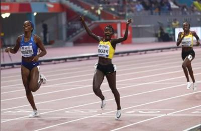 Uganda's Nakaayi upsets field to win 800