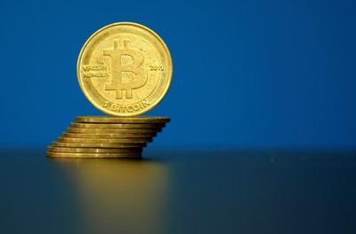Bitcoin shakes off bubble warnings