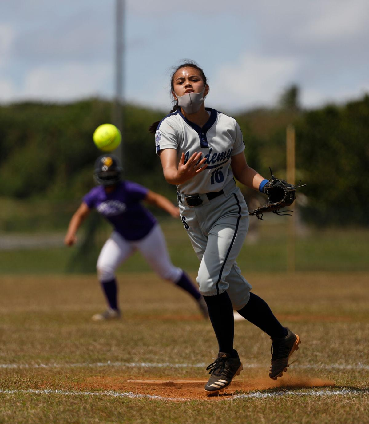 Cougars stun Geckos in softball championship game