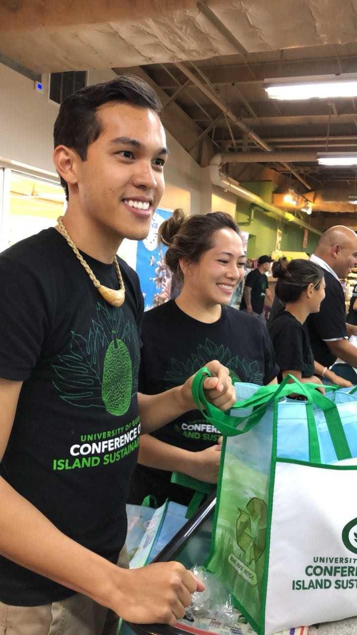 UOG distributes hundreds of reusable shopping bags