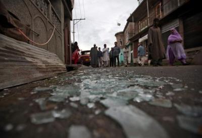 Six injured in Kashmir clash