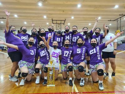 Undefeated Geckos cap off perfect volleyball season with a championship