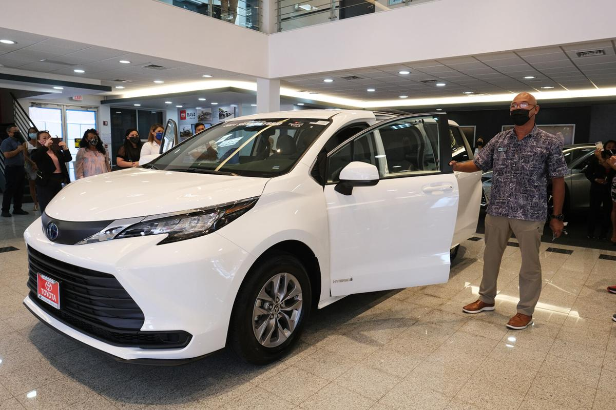 2021 minivan unveiled at Atkins Kroll