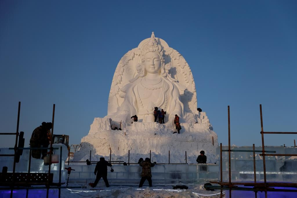 China 'mines' ice from river to build frozen castles, pagoda