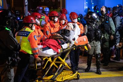 Hundreds trapped in HK siege