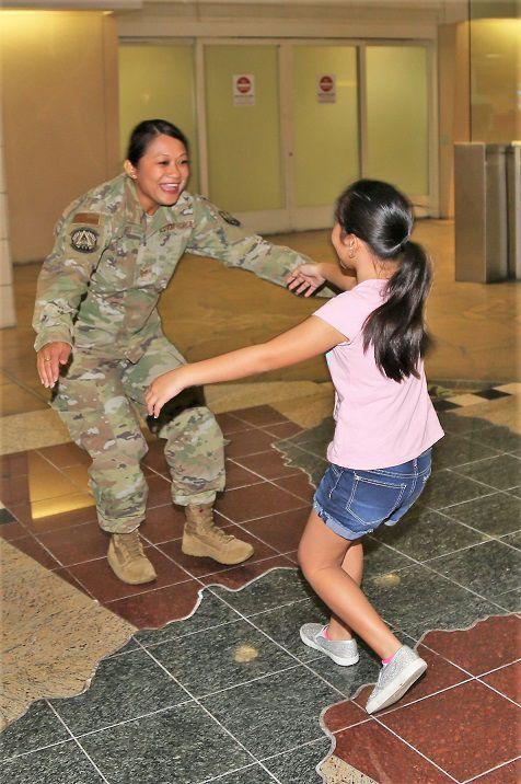 Deployed mom returns home