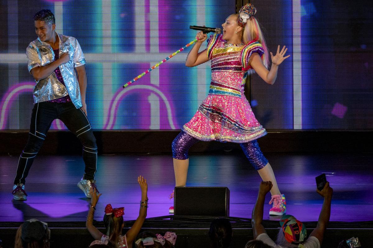 Jojo Siwa storming pop world