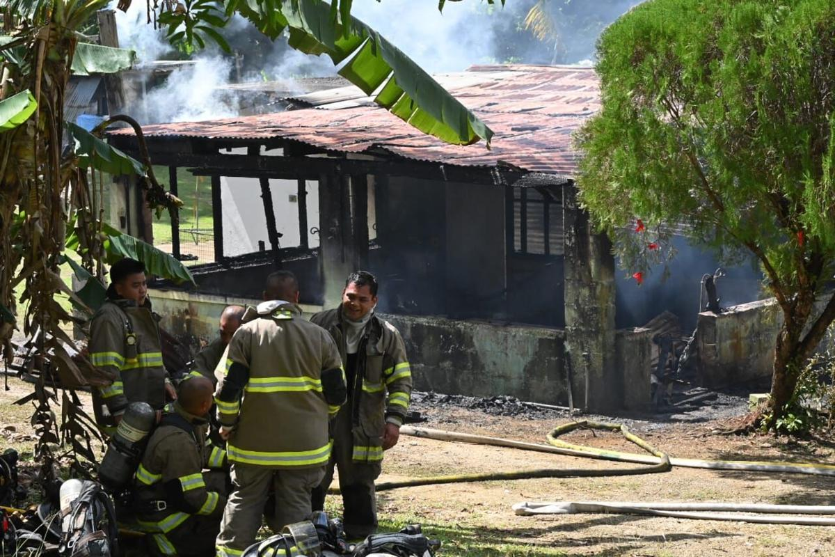 Firefighters extinguish blaze in residential area