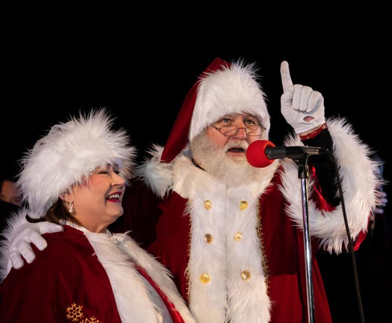 City Of Manassas Christmas Parade 2021 Manassas Tree Lighting Set For Tonight Look For Santa Around Town Saturday News Princewilliamtimes Com