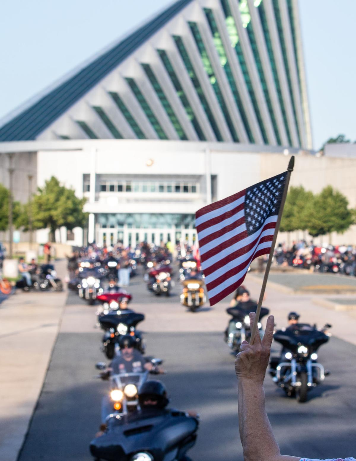 Rolling Thunder 2019 peace sign and flag