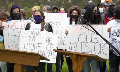 Photo_News_ThoroughfareCemetery_ProtestSigns.jpg