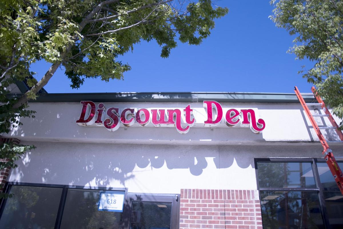 9/26/19 Discount Den, Relocated Sign