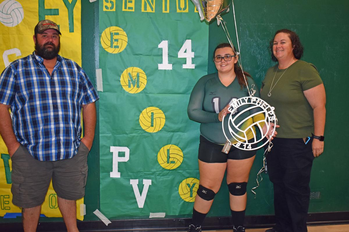 Campus Life: Yellow Jackets volleyball falls to Wildcats, senior night