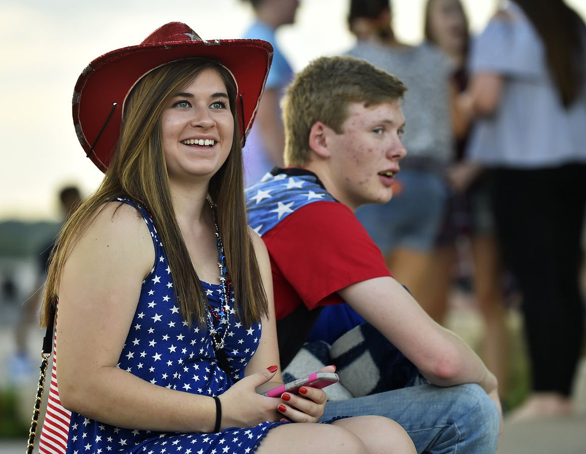 Thousands pack Schwiebert Park for Red, White and Boom ... - photo#50