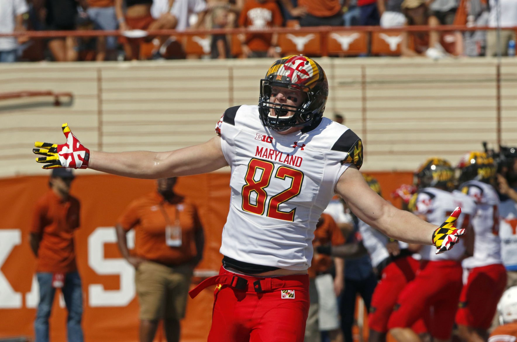 Maryland: Longhorns score 3 non-offensive TDs, still lose, fans boo