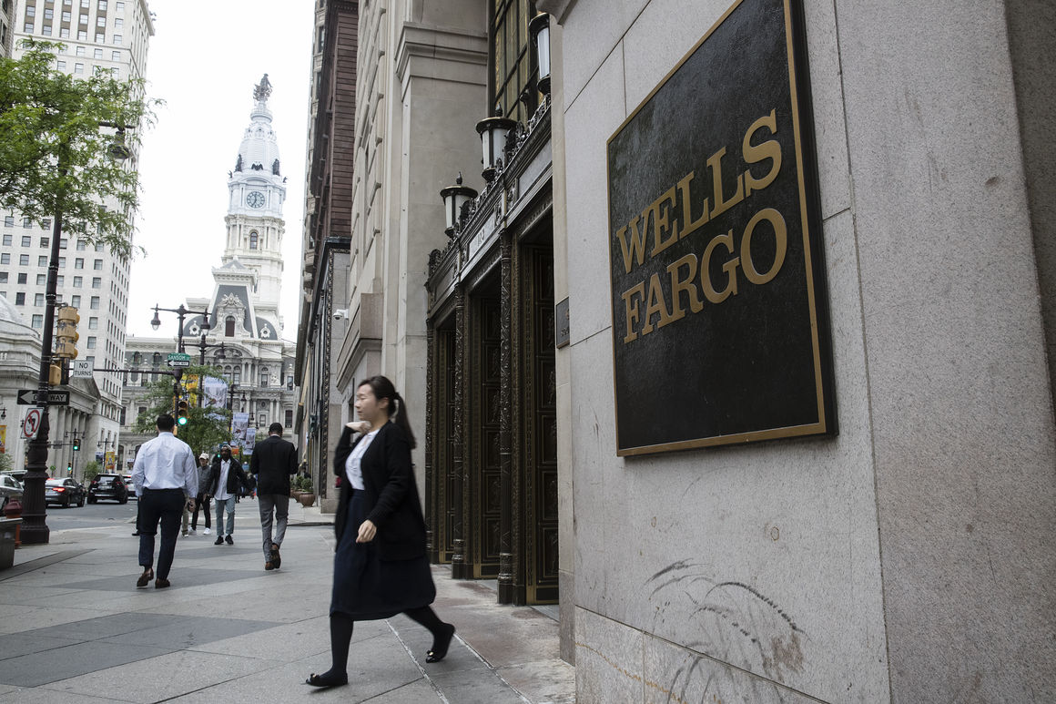 Wells Fargo closing 450 branches by 2019
