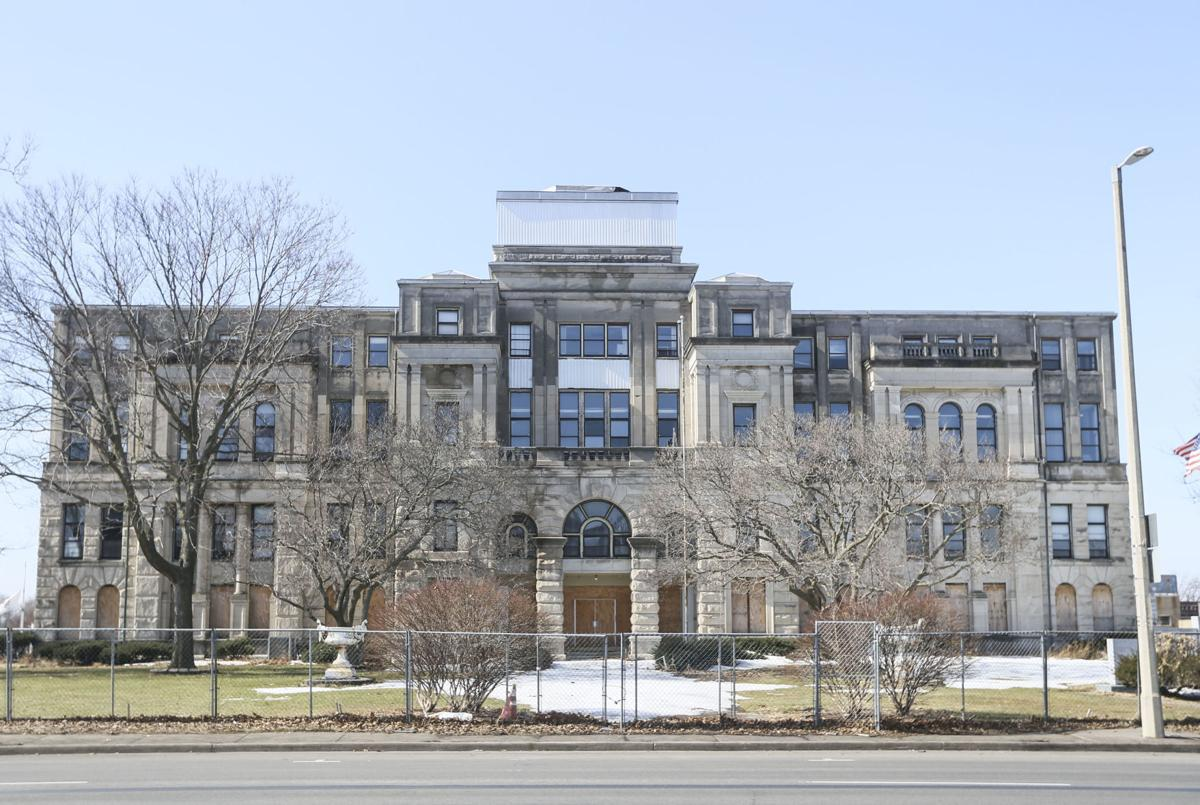 030521-qc-nws-courthouse.JPG