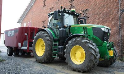 Deere adds two new tractor models