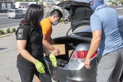 volunteers load up car