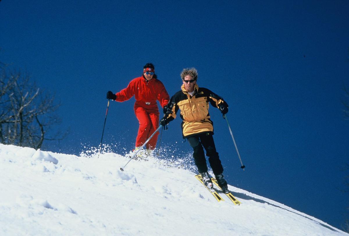 couple skiing.jpg