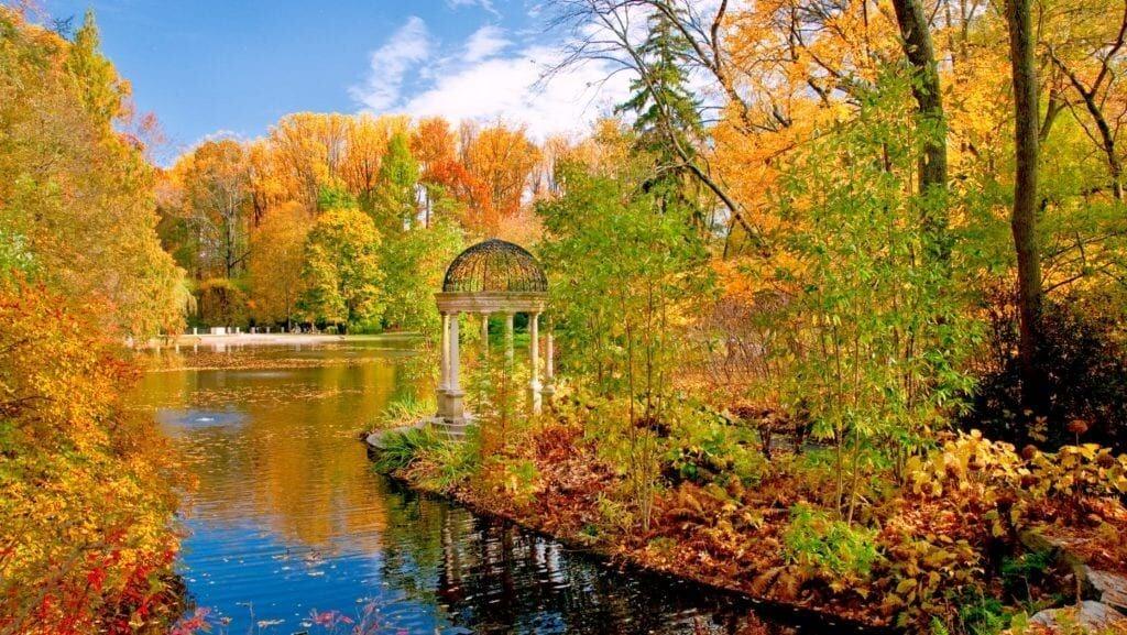Longwood-Fall-love-temple-e1569869171988-1024x577.jpg