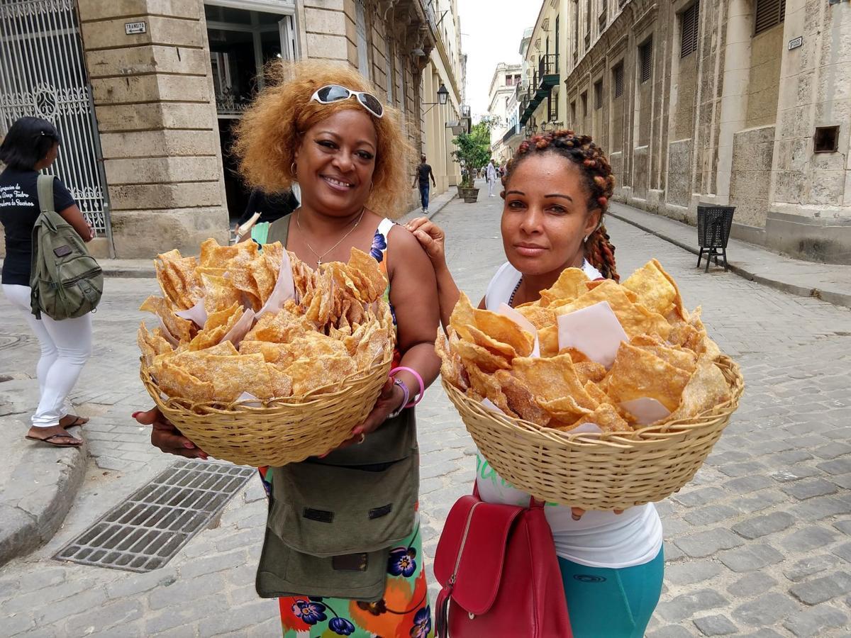 Street vendors, Havana.jpg