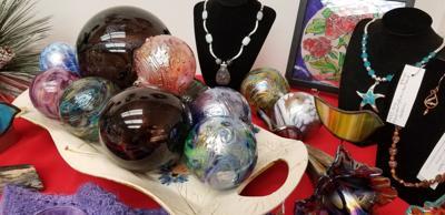 Glass ornaments HolSHow18.jpg