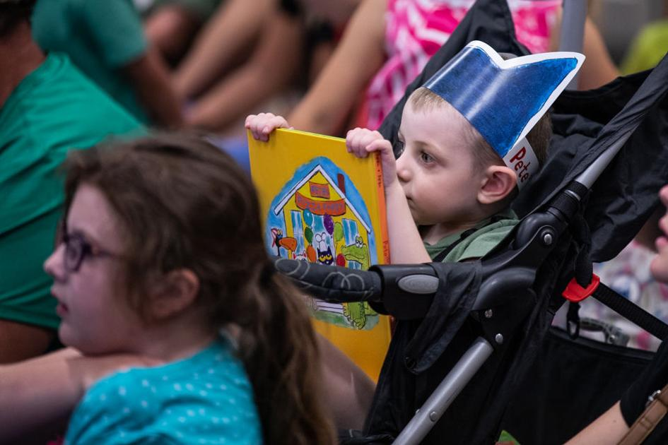 PHOTOS: Pizza party with Pete the Cat