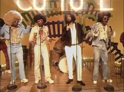 Review: Migos releases '70s-inspired music video for 'Walk It Talk