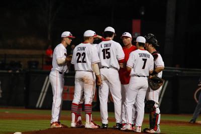 Georgia Pitching Coach Sean Kenny Hopes Bulldog Pitchers Continue Improving Sports Redandblack Com