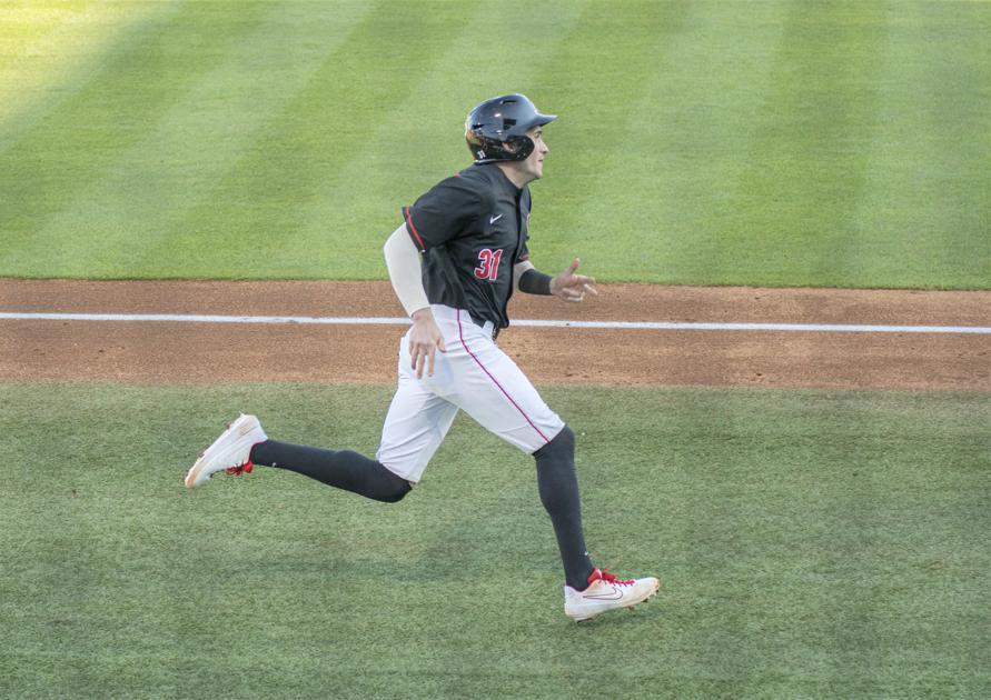 Georgia baseball's offense heats up late with help from Santa Clara bullpen in 9-0 win